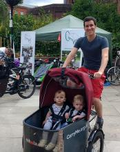 Dad with twins in a Nihola Family cargobike
