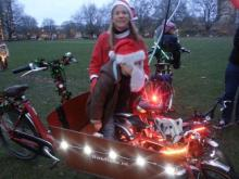 Cargobike family with Christmas lights Tabitha